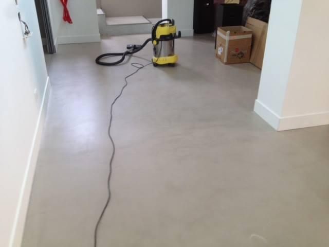 Lavori ristrutturarcasa resina a pavimento